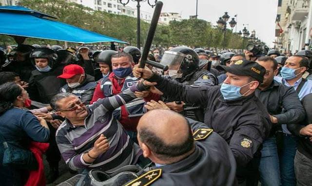 الأمن يعتدون بالضرب على عددا من المحامين