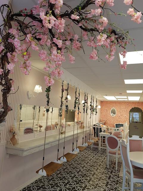 intérieur salon de thé rose charleroi