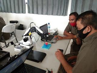 skill guru SMK Karya Guna 2 Bekasi diupgrade melalui pelatihan robotik