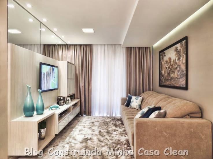 Sala De Tv Aconchegante ~  TV! Aqui painel de TV com rack de madeira clara e espaço para os