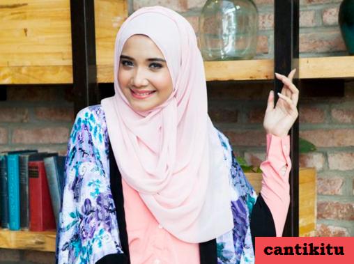 Tutorial Hijab Segi Empat Simpel dan Pashmina