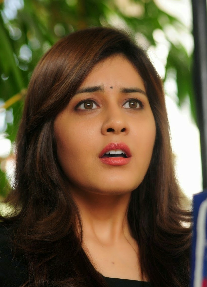 Tollywood Chubby Actress Rashi Khanna Hot Oily Face Close Up Stills