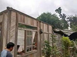 Angin Puting Beliung Hantam Rumah Warga