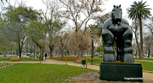 """Cavalo"", escultura de Fernando Botero no Parque Florestal de Santiago do Chile"