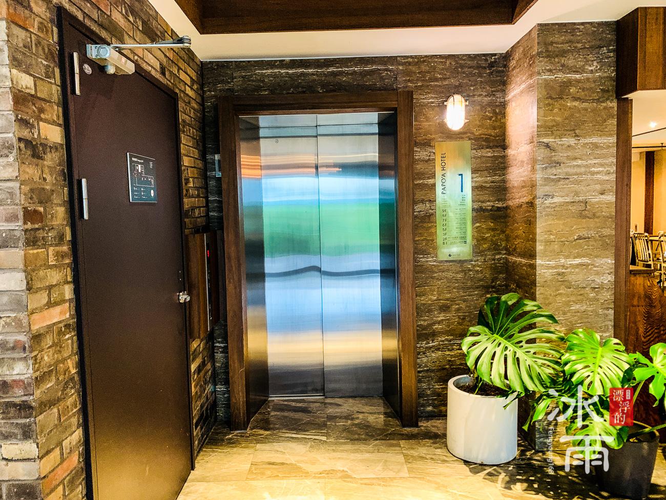帕鉑舍旅 高雄住宿推薦 一樓電梯非常有設計感