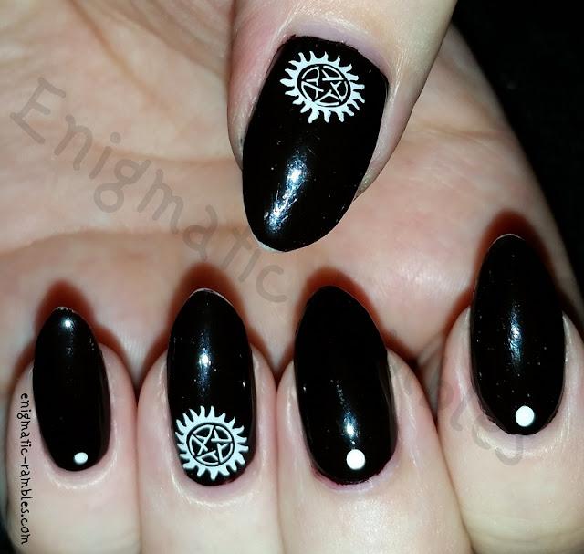 pentagram-nails