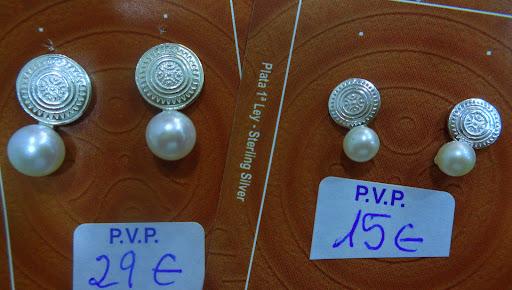 Pendientes de plata y perla con la Estela de Cantabria