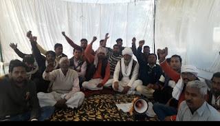 जिले के किसान लगातार बैठे है किसान बिल के विरोध में