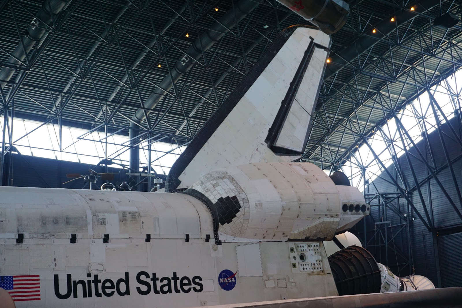 E21S: Space Shuttle Discovery in Steven F Udvar Hazy Center