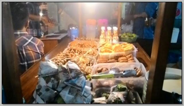 Wisata Kuliner di Surabaya: Angkringan Ngudi Raos - Gunung Sari