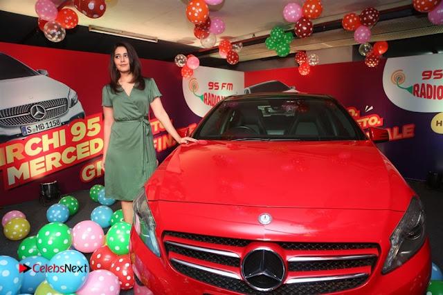 Raashi Khanna at Mirchi 95 Suno Mercedes Jeeto Contest Stills  0034