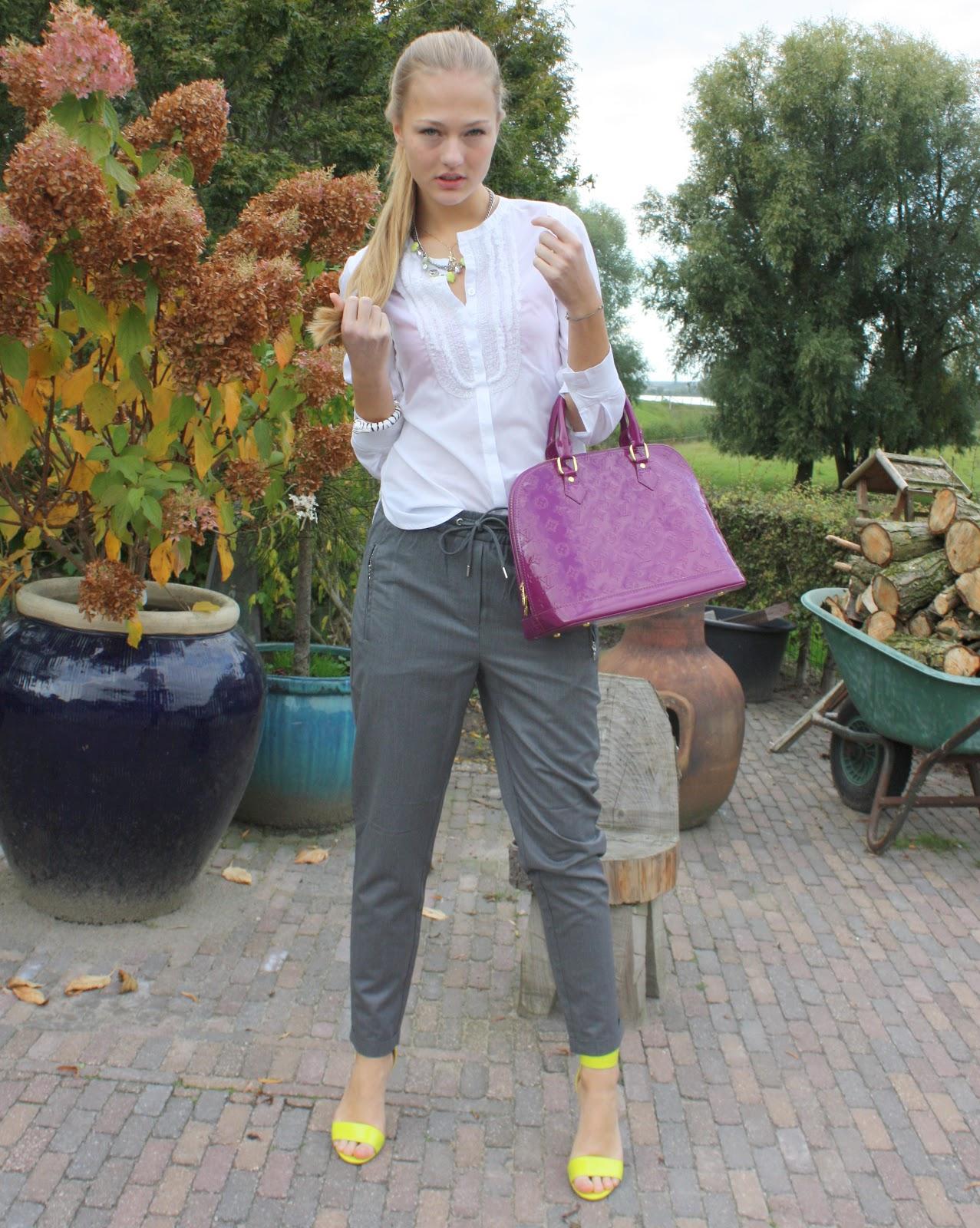 pantalon gris mujer combinar
