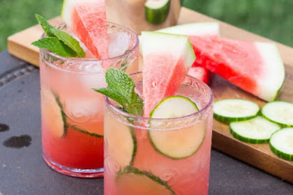 HOMEMADE WATERMELON AND CUCUMBER MOJITOS
