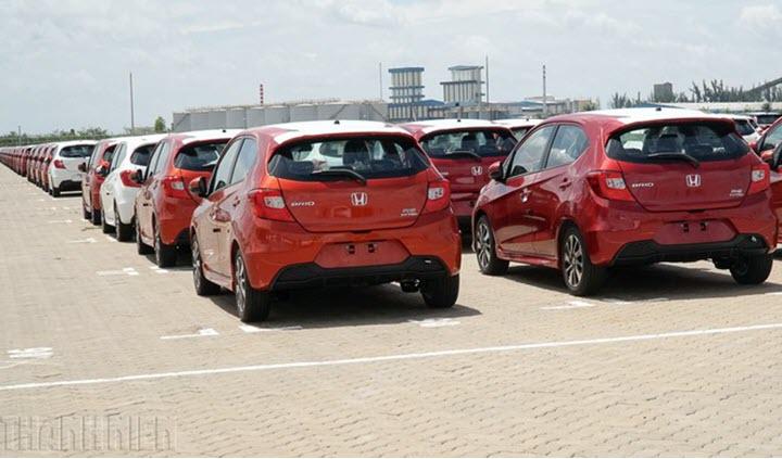Xe nhập tung ưu đãi, giảm giá bán 'đấu' ô tô 'nội'