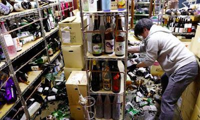 Gempa 7.1 Menimpa Jepang dan melukai puluhan orang dan memicu pemadaman listrik