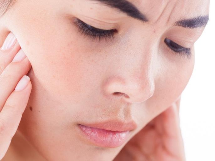 من أهم المشاكل التي تسبب لمعان في الأسنان كيفية علاجها