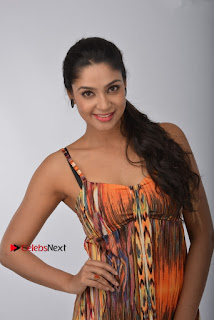 Kadaisi Bench Karthi Tamil Movie New Pos  0006.jpg