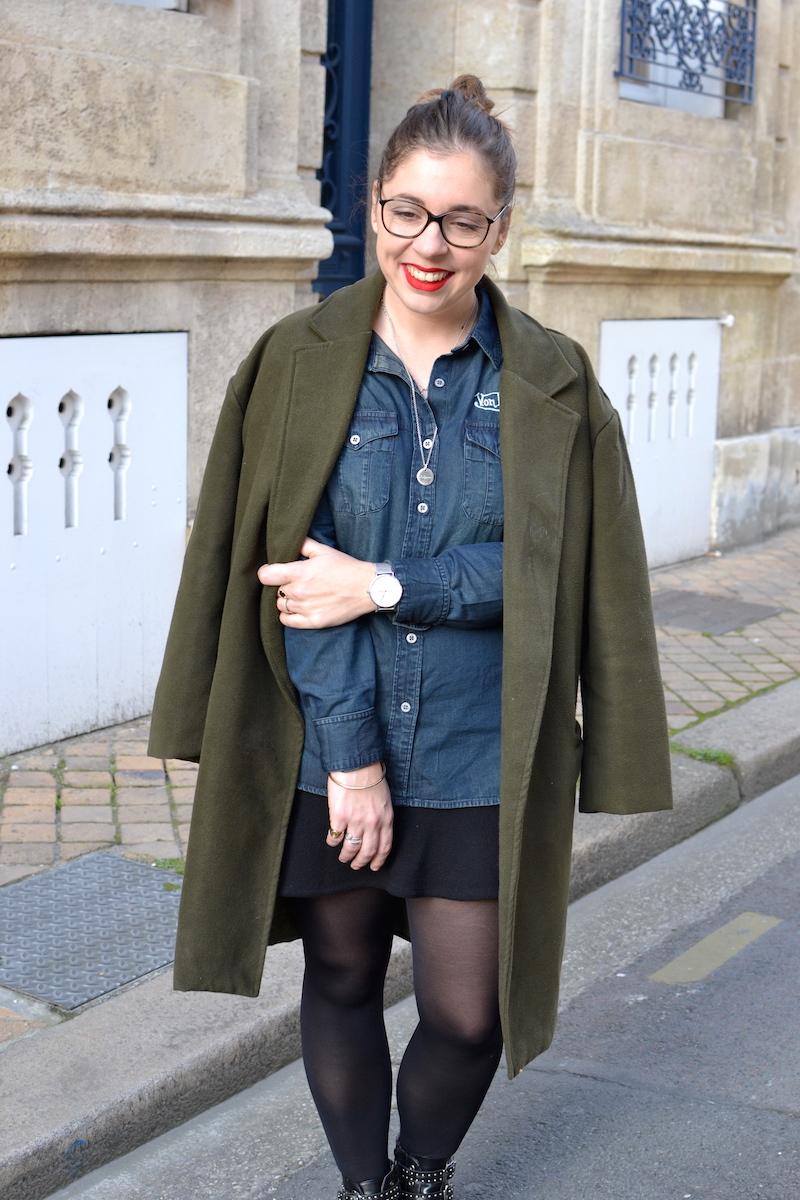 manteau kaki sheinside, chemise en jean von Dutch, jupe noire H&M, collier l'atelier d'amaya