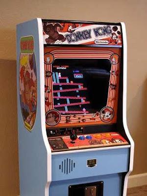 Il cabinato originale di Donkey Kong in sala giochi