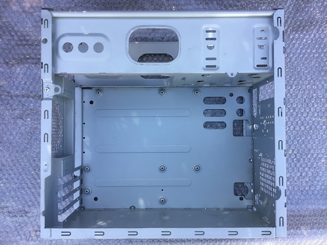 IN-WINというメーカーの古いケースを使用