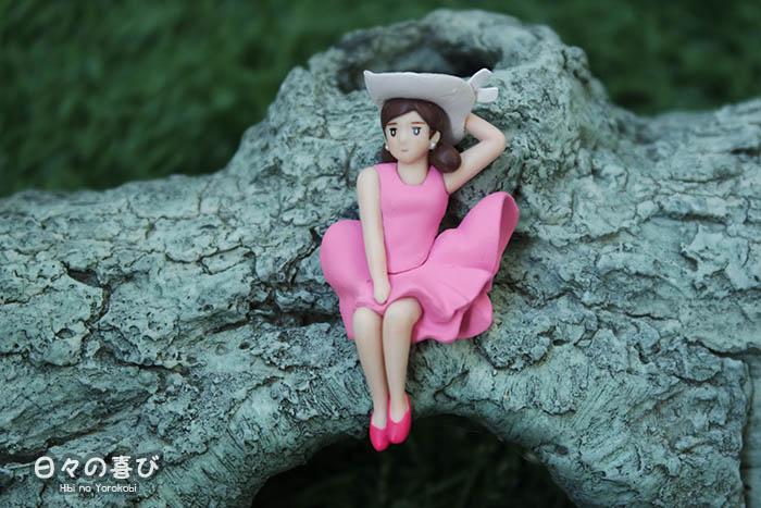 Focus figurine Fuchiko version été avec robe et chapeau