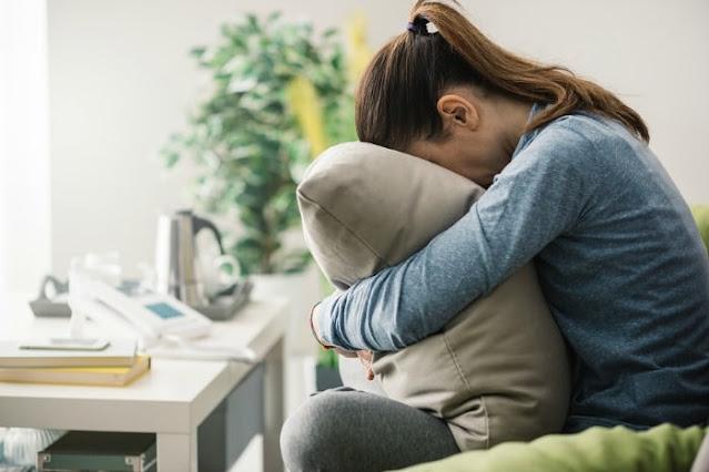 Si vous souffrez de la fatigue surrénale, essayez de sentir ces huiles essentielles