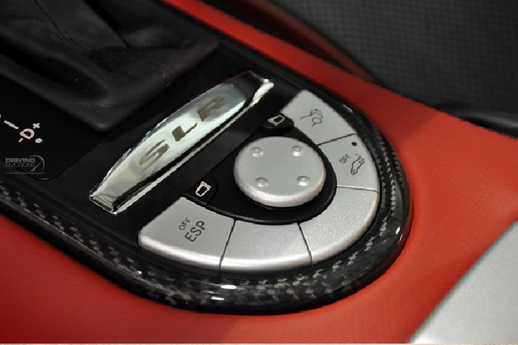 Mercedes-Benz SLR McLaren màu sơn Elfenbein độc nhất thế giới