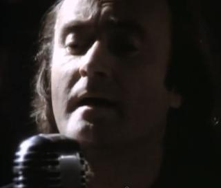 videos-musicales-de-los-90-genesis-hold-on-my-heart