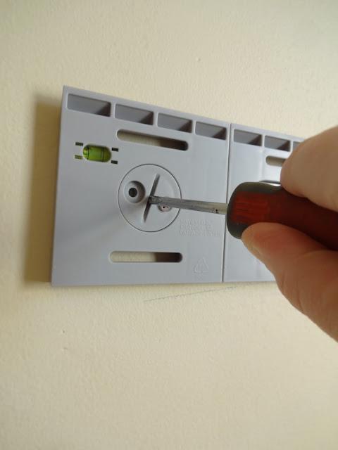 hang n lock wall bracket