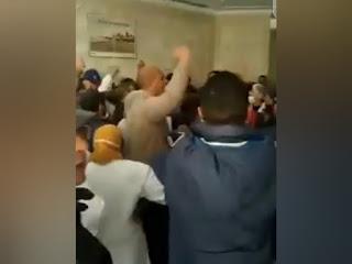 فيديو : أعوان التونيسار يرفعون شعار ''ديقاج'' في وجه ألفة الحامدي