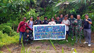 Zidam Bersama Penduduk Lokal Perkuat Pos Pengamanan Perbatasan