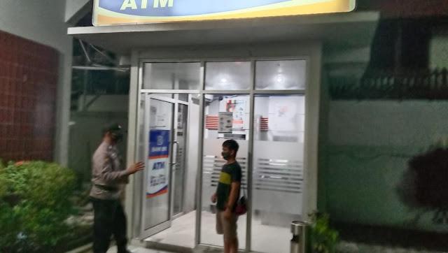 Antisipasi Ganguan Kamtibmas Kembali Anggota Polsek Kahayan Hilir Laksanakan Patroli Ke Objek - Objek Vital Di Bank BRI