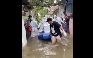 Viral Polisi Rampas HP Warga yang Merekam Evakuasi Jenazah saat Banjir, Publik Kecewa