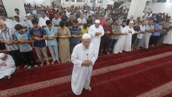 Ratusan Warga Gaza Shalat Gaib, Doakan Korban Gempa Lombok