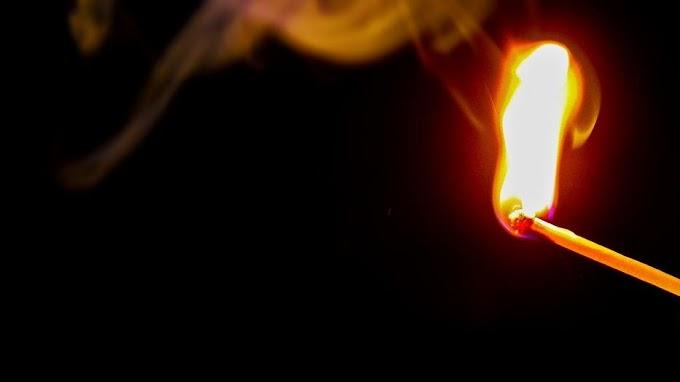 Az éjszaka közepén randalírozott egy 18 éves fiatal Berhidán: minden útjába eső kukát felgyújtott