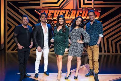 Amanda com os jurados Hugo & Tiago, Adriana Sanchez e Rodrigo Costa - Juan Ribeiro / Divulgação TV Aparecida