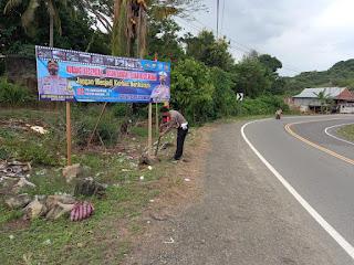 Gelorakan Keselamatan Berlalulintas, Sat Lantas Polres Wajo Pasang Spanduk Imbauan di Daerah Rawan Kecelakaan