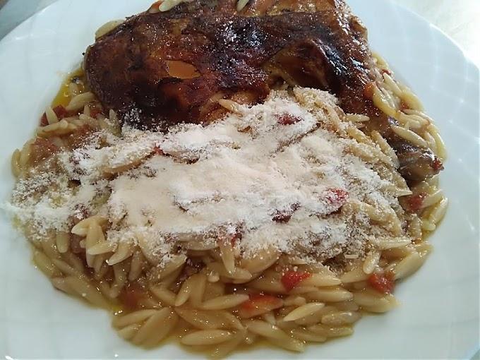Κοτόπουλο γιουβέτσι με κριθαράκι