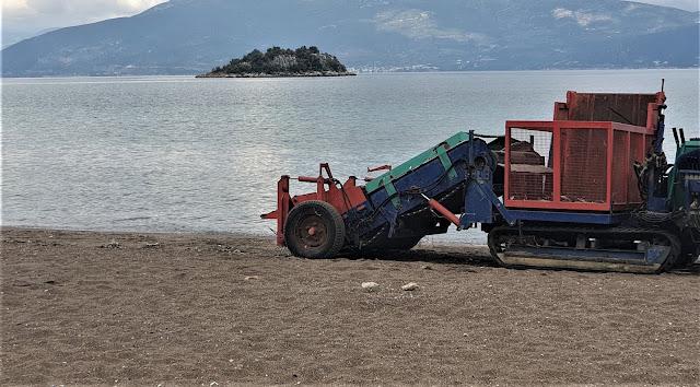 Ναύπλιο: Εκτενής καθαρισμός της παραλίας Καραθώνας
