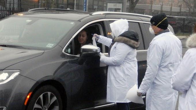 Cientos de dominicanos se hacen pruebas de coronavirus con médicos de SOMOS en Lehman College