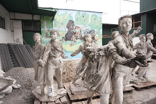 Dismantled figures of an old sculpture 4