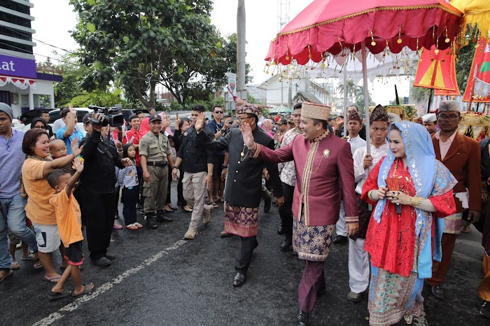 Parade Budaya Culture and  Carnival Banjir Pengunjung
