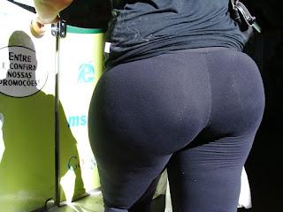 Mujeres nalgonas calle leggins pegados