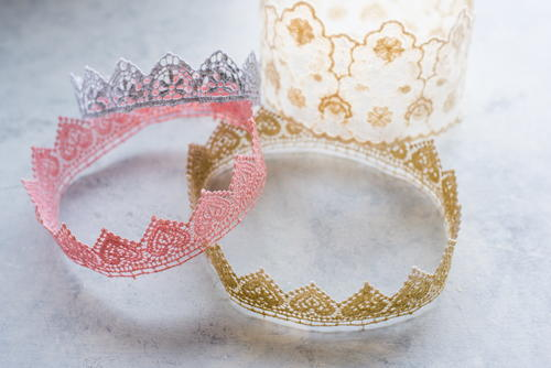 How to make a birthday crown from lace