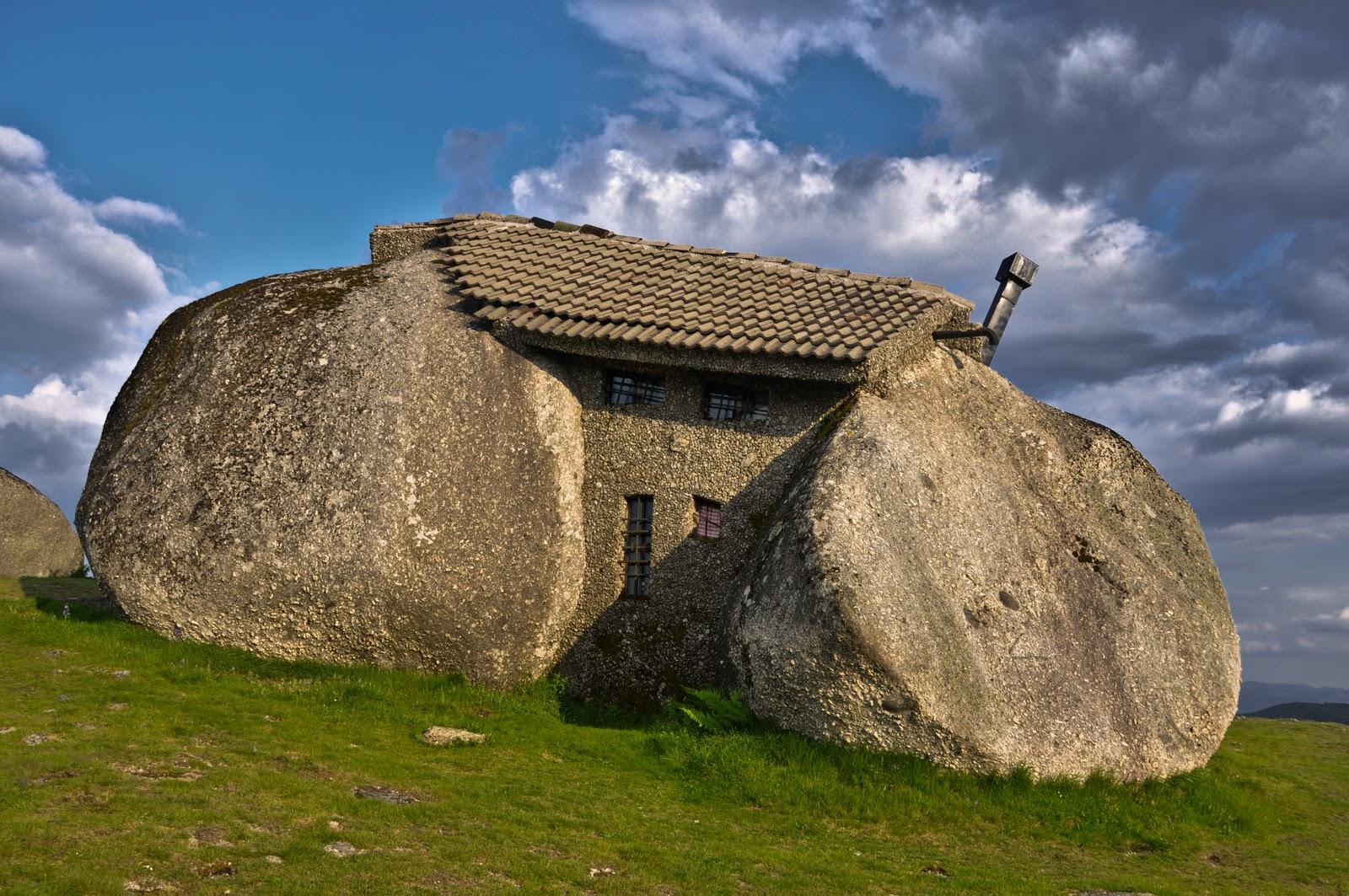 البيت الحجري stone house