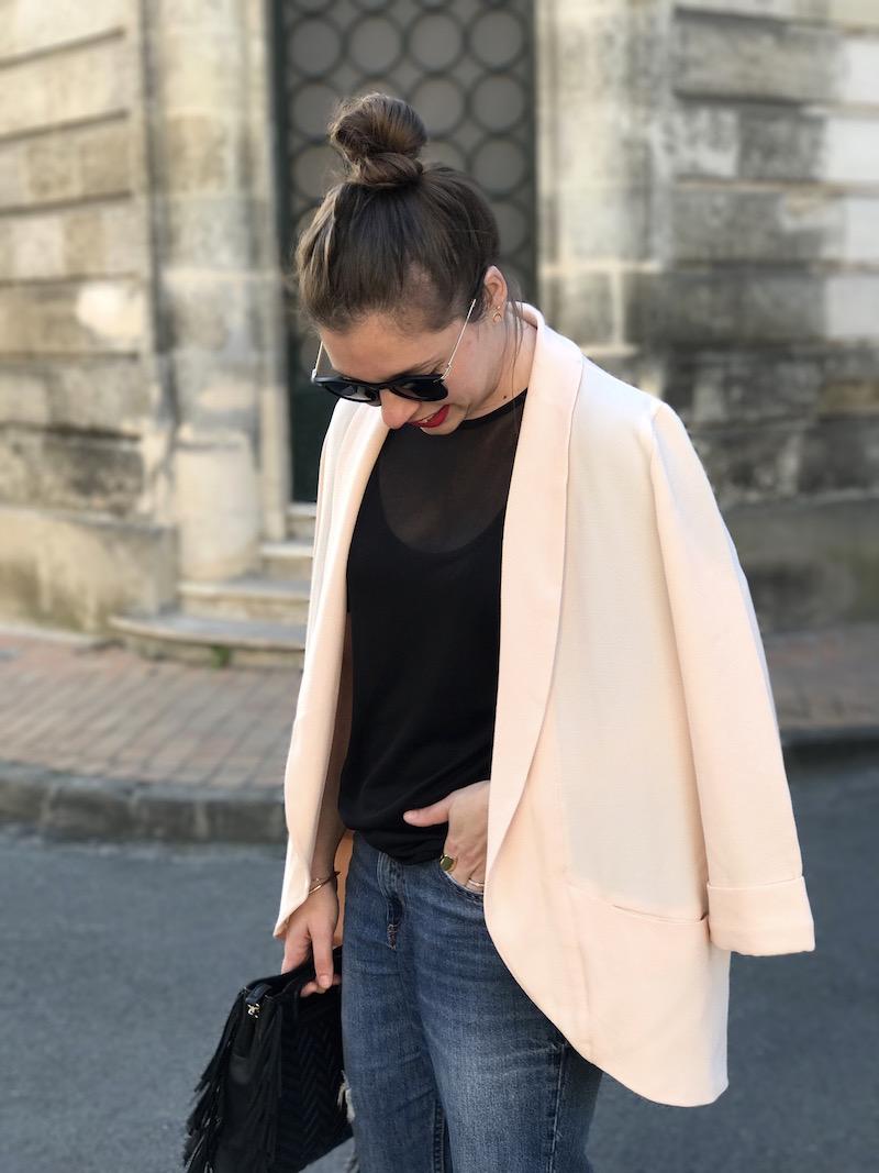 top noir transparent missguided, blazer rose Pimkie, jean H&M, sac M Maje, lunette de soleil Asos