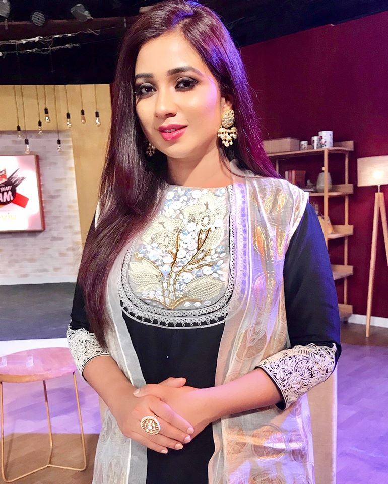 Shreya Ghoshal Hot Pics - Bolly Break News Latters