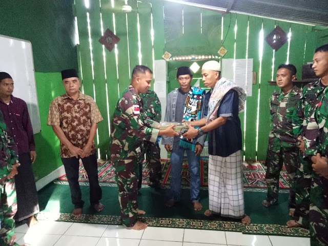 Satgas Pamtas Yonif Raider 100/PS, Pos Wembi Laksanakan Sholat Idul Adha Bersama Masyarakat
