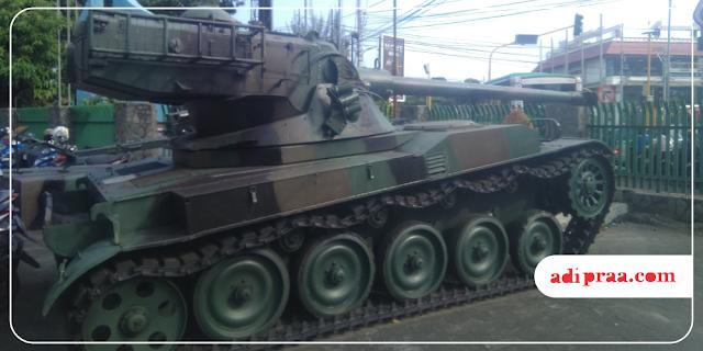 Tank yang dipajang dekat parkir motor | adipraa.com