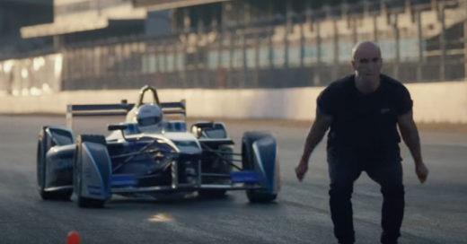 El salto más épico en la historia: de espaldas a un Fórmula E